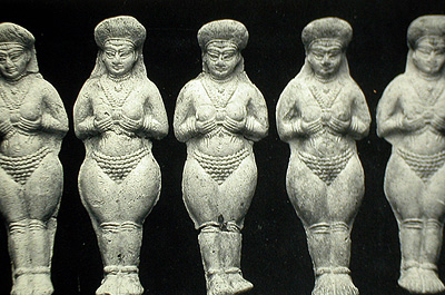 Elamite figures mass produced