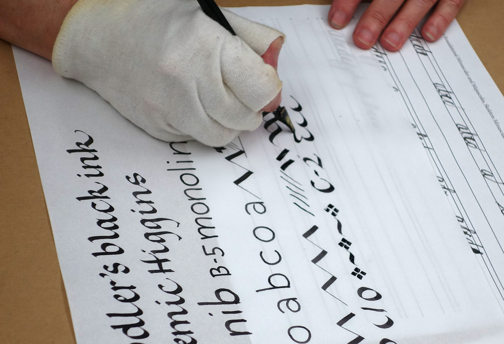 how to make a calligraphy writing board